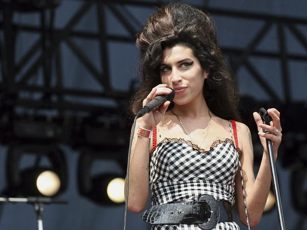 Singer Amy Winehouse performs onstage at Lollapalooza in Grant Park on August 5, 2007 in Chicago, Illinois.