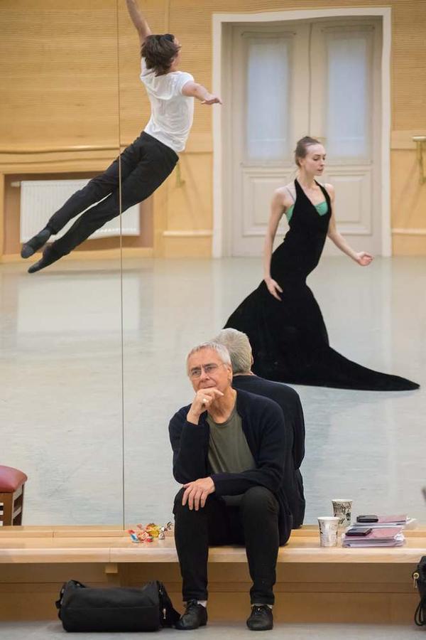 John Neumeier oversees a rehearsal of <em>Anna Karenina</em>, with Artem Ovcharenko as Alexei Vronsky and Olga Smirnova as Anna.