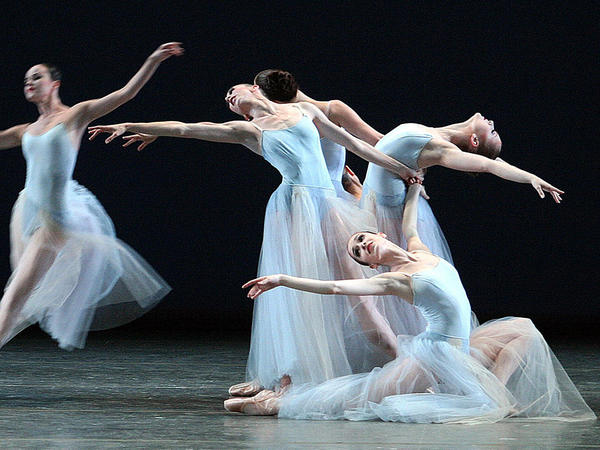 Ballerinas of the New York City Ballet perform <em>Serenade </em>by<em> </em>George Balanchine at the Mariinsky theatre in St.Petersburg, July 30, 2003.