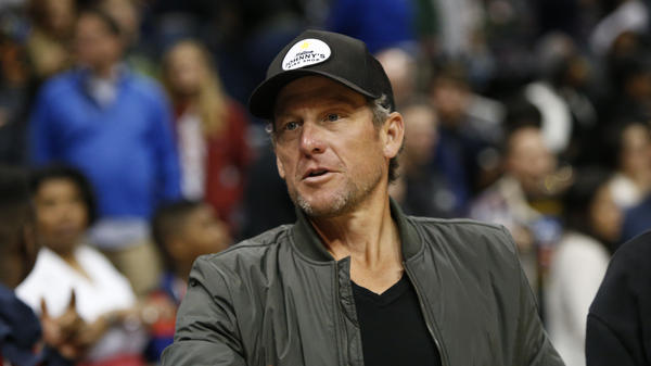 Lance Armstrong attends a 2017 NBA game in Atlanta.