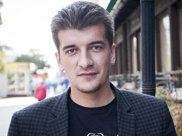 Russian journalist Maxim Borodin, who died from a fall from a fifth-floor balcony, had written about crime and political corruption the local Novy Den website.