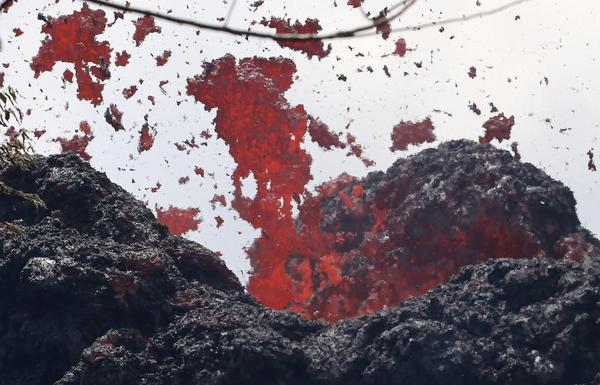 A lava fissure erupts in the aftermath of eruptions from the Kilauea volcano on Hawaii's Big Island, on May 12, 2018 in Pahoa, Hawaii. (Mario Tama/Getty Images)