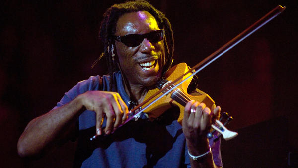 Boyd Tinsley, performing with the Dave Matthews Band in New York City in 2009.