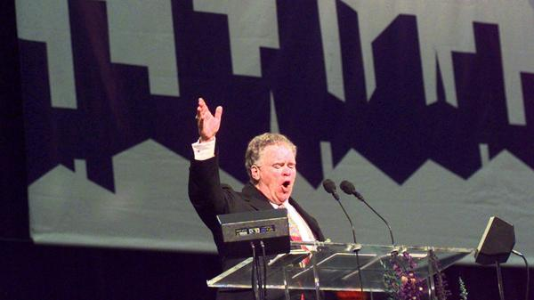 Paige Patterson makes his opening speech to the Southern Baptist Convention in June 1999 at the Georgia Dome in Atlanta.