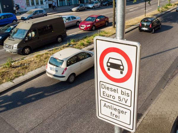 A road sign on Hamburg's Max-Brauer-Allee warns motorists that older diesel vehicles are banned from using this stretch of road. Hamburg is the first German city to ban older diesel vehicles.