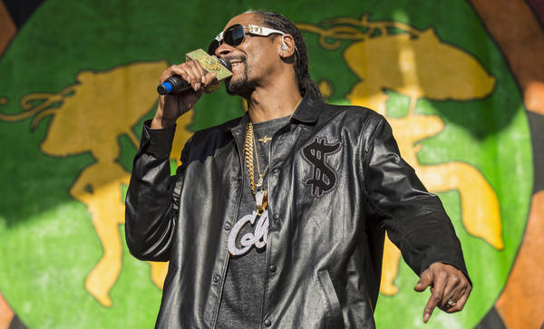 Snoop Dogg performs at the 2017 New Orleans Jazz and Heritage Festival.
