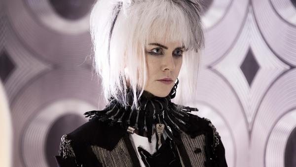 Queen Boadicea (Nicole Kidman) runs an art space frequented by Zan's teenage love interest.