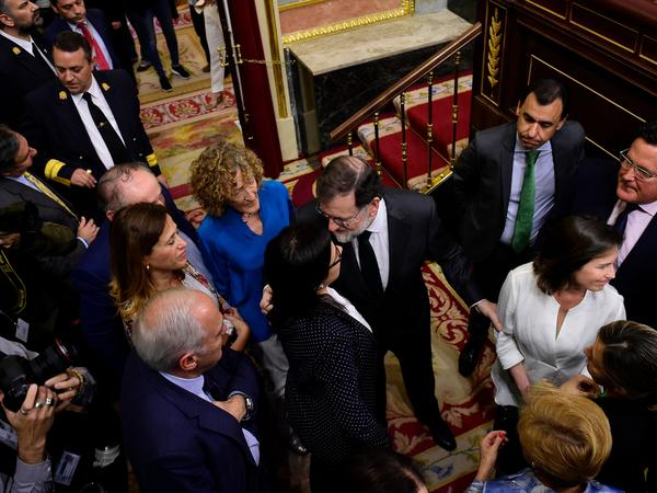 Spanish Prime Minister Mariano Rajoy (center) arrives for a vote on a no-confidence motion at the lower house of the Spanish parliament in Madrid on Friday.