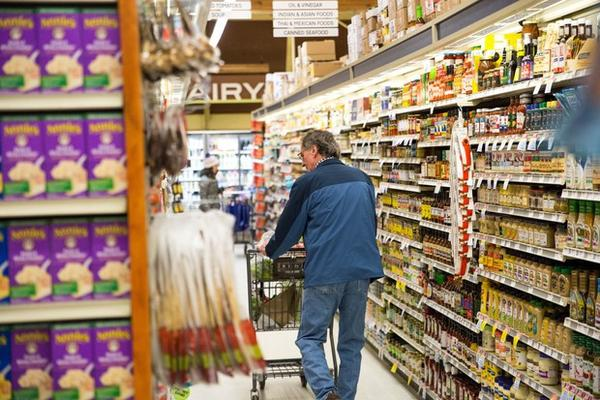 <p>Shoppers stock up on supplies at New Seasons in Southeast Portland's Sellwood neighborhood, Feb. 20, 2018 as a snowstorm moves into the city.</p>