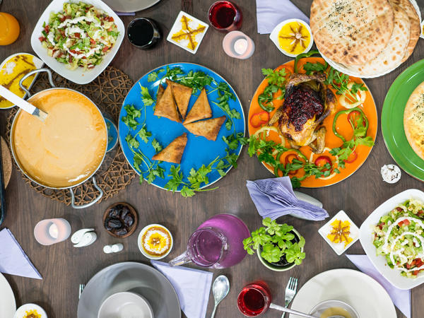 A growing number of Muslim food bloggers and dietitians are trying to address the shifting needs of busy Muslims who want to eat healthy, nutritious meals when breaking fast.