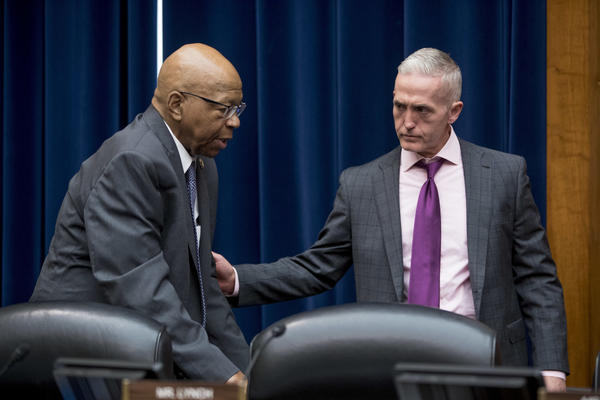 House Oversight and Government Reform Committee Chairman Trey Gowdy, R-S.C. (right) and Ranking Member Elijah Cummings, D-Md., prepare for a hearing on May 8.