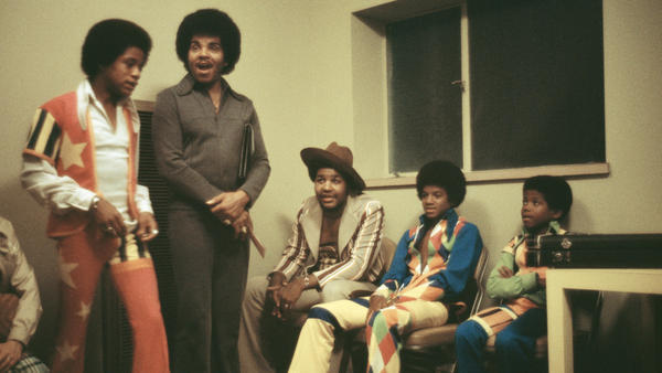 Marlon Jackson (from left), father Joe Jackson, an unidentified friend, Michael Jackson and Randy Jackson backstage at the Inglewood Forum on Aug. 26, 1973.
