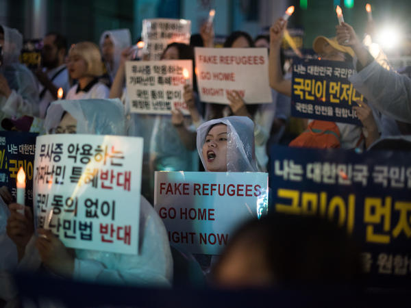 Protesters in Seoul demonstrate against a group of asylum seekers from Yemen, on June 30. Hundreds of asylum seekers from Yemen have arrived in South Korea's southern resort island of Jeju.
