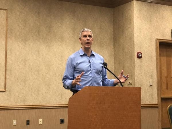 Former U.S. Education Secretary Arne Duncan spoke with parents in Parkland about a possible boycott of public schools to pressure lawmakers to pass gun control.