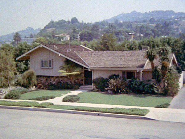 The house that played the home, at least from the outside, of the Brady family from the sitcom <em>The Brady Bunch</em> is currently for sale in the Los Angeles neighborhood Studio City.