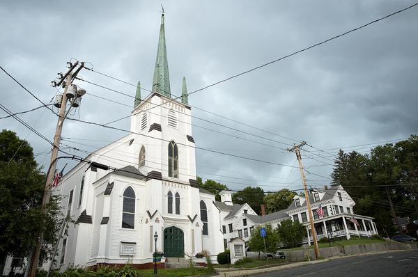 The First Universalist Church in Orange. (Robin Lubbock/WBUR)