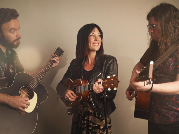 Amanda Shires (center) with bandmates Seth Plemmons (left) and Zack Levine (right).