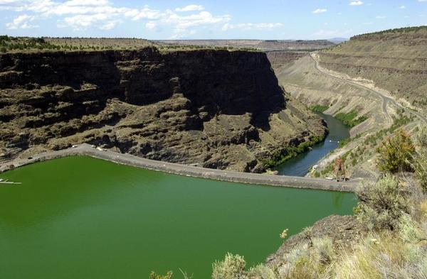 <p>Round Butte Dam holds back the waters of the Deschutes River to form Lake Billy Chinook near Madras, Ore. </p>