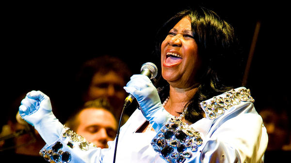 Aretha Franklin sings with the Philadelphia Orchestra at the Mann Center for Performing Arts in 2010.