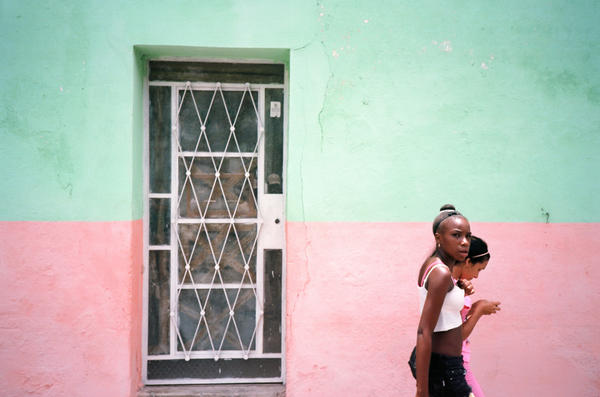 An image from Mitchell's book about Havana, <em>El Paquete.</em>