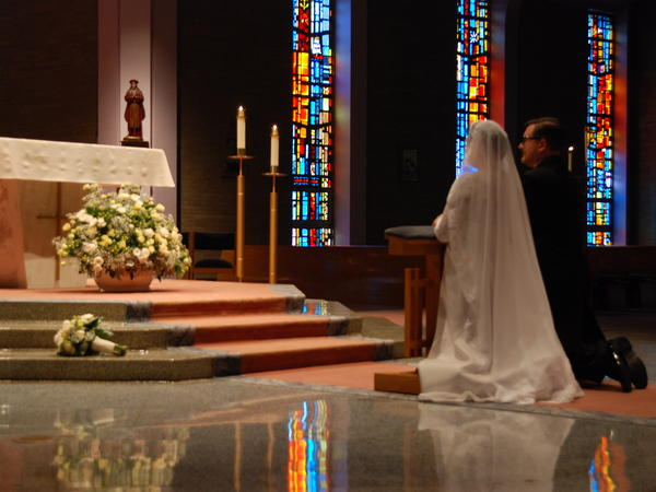 When they wed, Courey and Andy Leer held a traditional Catholic ceremony in St. John Fisher Parish in Churchill, Pa.