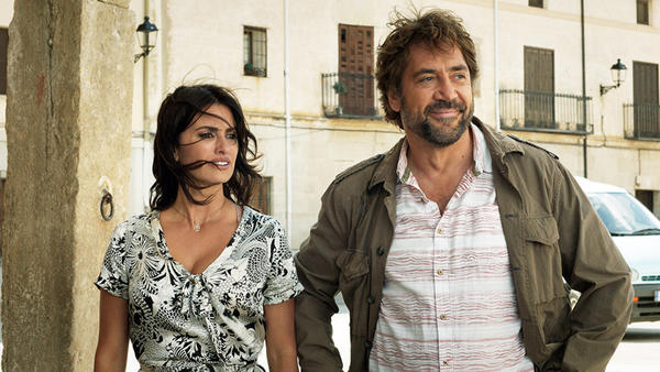 Laura (Penelope Cruz) and old boyfriend Paco (Javier Bardem) in <em>Everybody Knows</em>.