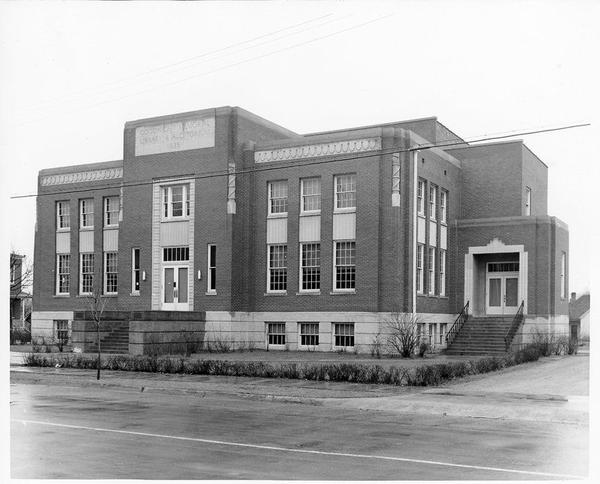 The original structure of Goodnight Memorial Library in Franklin, Kentucky, built in 1937.