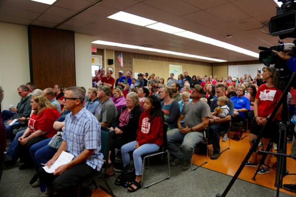 <p>As a teachers strike in Battle Ground enters its third week, hundreds of people filled a school board meeting to capacity Monday night.</p>
