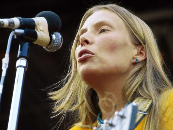 Joni Mitchell performs at the Isle of Wight Festival in England on August 29, 1970.