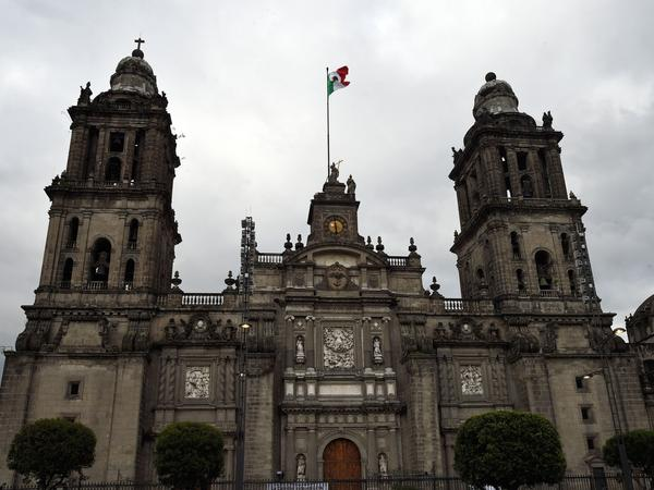 The Mexico City Metropolitan Cathedral in Zócalo Plaza has had to undergo repeated repairs. It is among the many structures in the Mexican capital that are sinking.