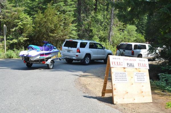 <p>Visitors to Kachess Lake queue up for parking.</p>