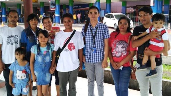 Aldi Novel Adilang (center, in white T-shirt) was reunited with his family in Indonesia earlier this month, after traveling from Osaka, Japan, to Tokyo and onward to Jakarta.