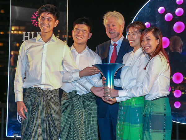 Members of the winning team pose with former President Bill Clinton during the Hult Prize Awards Dinner at U.N. headquarters. From left: Kisum Chan, Lincoln Lee, Julia Vannaxay, Vannie Koay