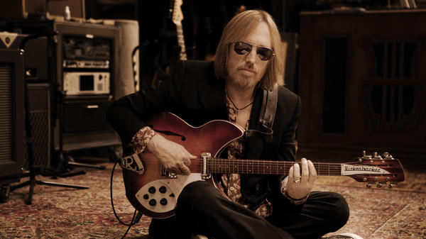 """The only time he was out of pain, I think, was when he was onstage,"" Dana Petty, wife of the late Tom Petty, says."