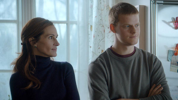 Julia Roberts plays a mother whose son (Lucas Hedges) turns up for Christmas when he should be in rehab in <em>Ben Is Back</em>.