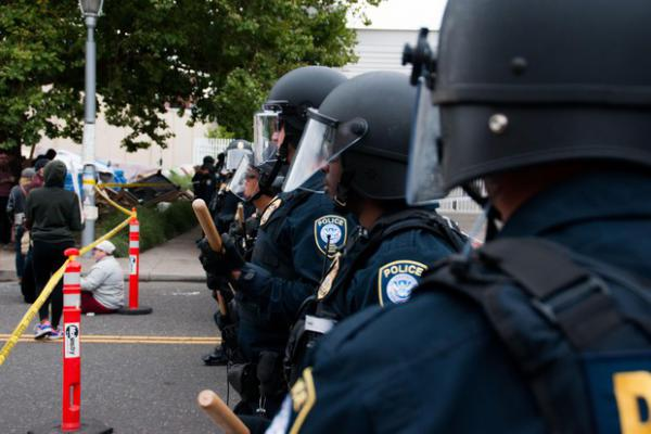 <p>Federal law enforcement officershold a police line at the Portland ICE building on SW Macadam Avenue Thursday, June 28, 2018, after officials worked to clear the entrance to the building.</p>