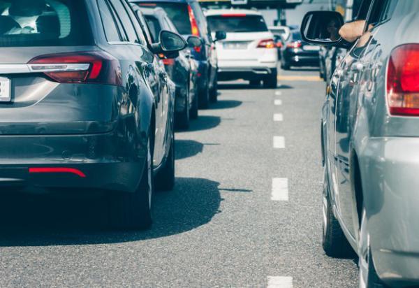 <p>Cars waiting in traffic jam</p>