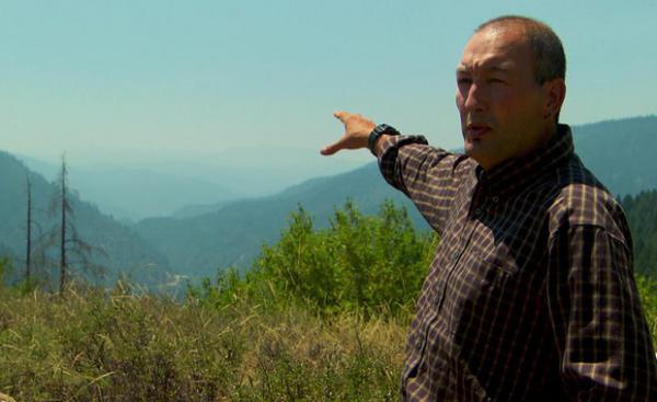 <p>US Forest Service ecologist Frank Lake points out how wildfire smoke hangs in the Klamath and Salmon River valleys, lowering the water temperature for the salmon.</p>