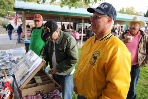 <p>Veterans John Blagg and Sean Degan sellticketswhilechatting about politics at the VFW's Cowboy Breakfast in Pendleton.</p>