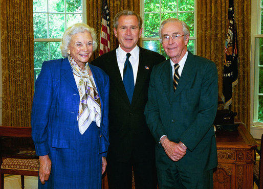 Sandra Day O'Connor and her husband visit President George W. Bush in 2004.