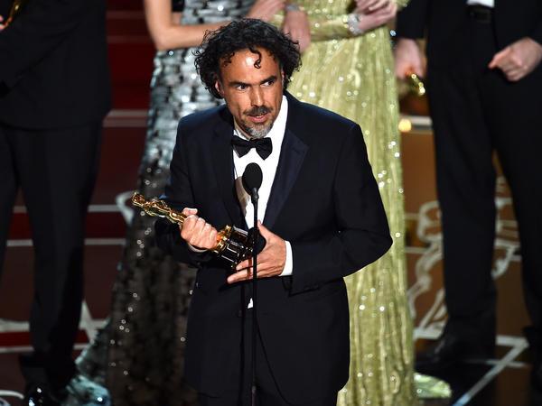 Alejandro Gonzalez Iñárritu accepts the Academy Award for best picture for <em>Birdman</em>.