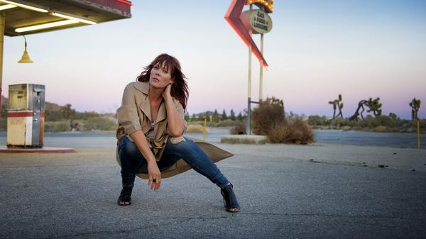"""Don't do it for the applause or anything else,"" Beth Hart advises other artists. ""Just do it because you love it."""