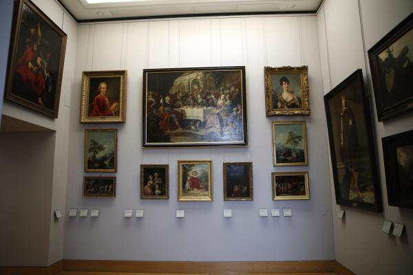 Paintings looted by Nazis during World War II, are on display at the Louvre museum, in Paris. In a move aimed at returning work of art looted by Nazis during World War II, the Louvre museum has opened two showrooms with 31 paintings on display which can be claimed by their legitimate owners.
