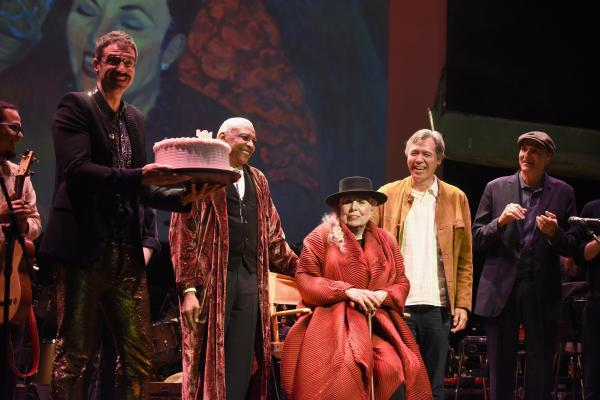 Joni Mitchell (seated) took the stage on Nov. 7 at the conclusion of Joni 75, a benefit performance in honor of her birthday.