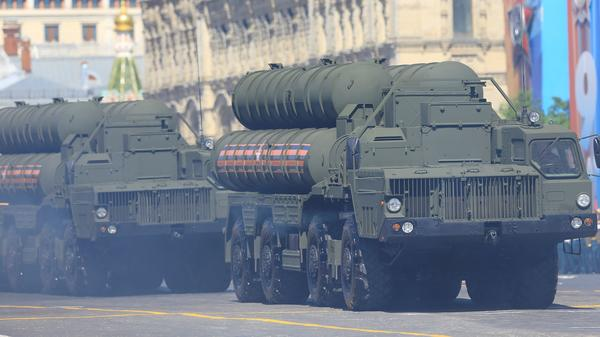 Russia is sending a new division of S-400 Triumf surface-to-air missile systems to Crimea, in a new sign of heightened tensions. Here, one of the systems is carried during the Victory Day military parade Russia held in May.