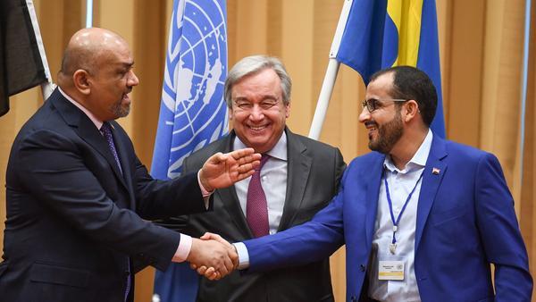 Yemeni Foreign Minister Khaled al-Yamani (left) and head rebel negotiator Mohammed Abdelsalam (right) shake hands under the eyes of U.N. Secretary-General António Guterres, during peace talks Thursday at Johannesberg Castle in Rimbo, Sweden.