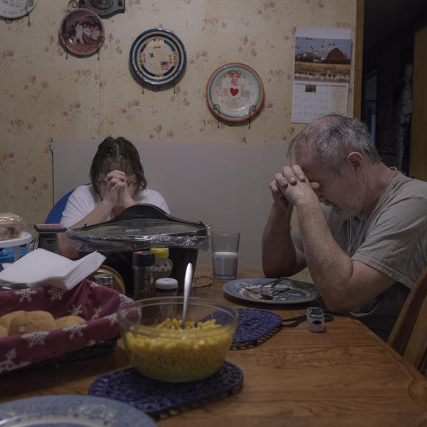 Kelly and his wife, Lisa, say grace before Sunday dinner.