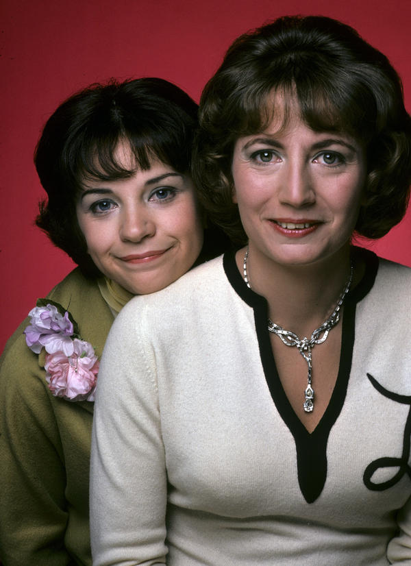 Marshall (right) in her breakout role, as Laverne to Cindy Williams' Shirley, in <em>Laverne & Shirley.</em>