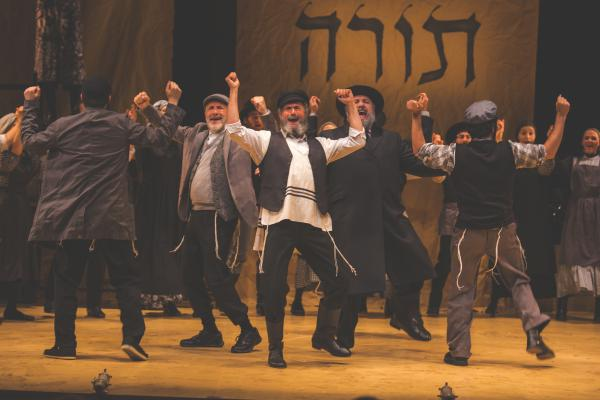 A Yiddish version of <em>Fiddler on the Roof</em> has been playing to sold-out audiences since its U.S. premiere in July.