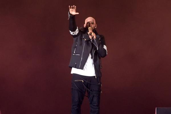 R. Kelly performs in Chicago during The Buffet Tour on May 7, 2016.